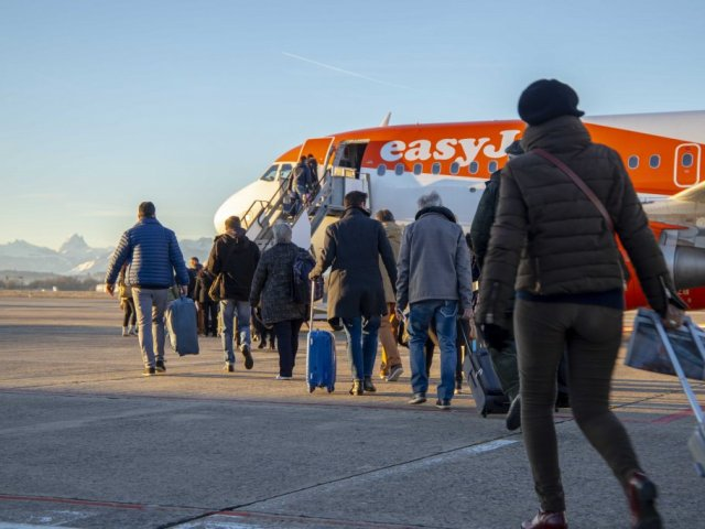 Opening of the Pau-Charles de Gaulle route with easyJet