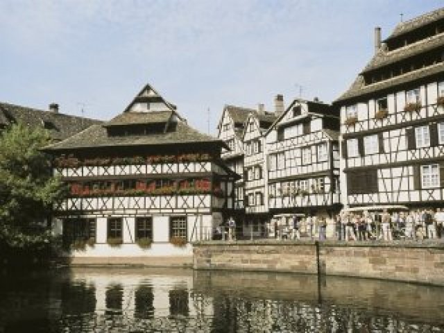 Direct flight to Strasbourg every Saturday from 19 December to 2 January